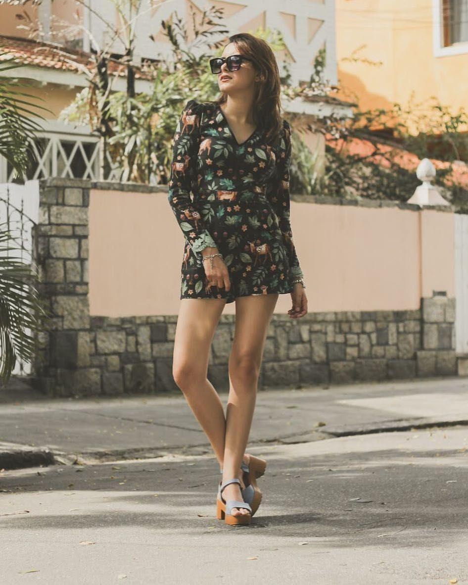 """513 curtidas, 85 comentários - Mari Viana (@blogmariviana) no Instagram: """"Esse #lookdodia é da @amoantix . Uma marca q tem as melhores estampas do mundoooo !! Quem ama…"""""""