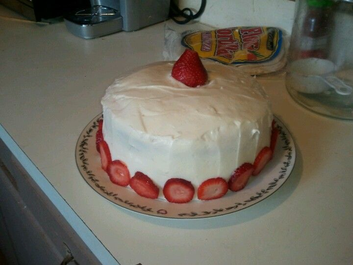 Strawberry short cake with home made cream cheese icing and fresh strawberrys.very lite