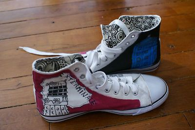 http://www.leboncoin.fr/chaussures/464906020.htm  Doctor Who shoes hand made.  Création chaussure théme Doctor Who.