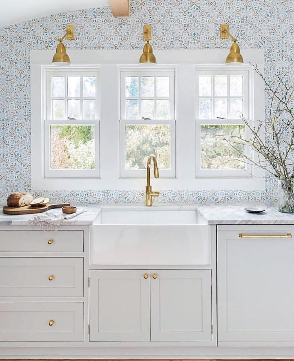 White Kitchen With Gold Hardware And Pattern Backsplash Kitchens