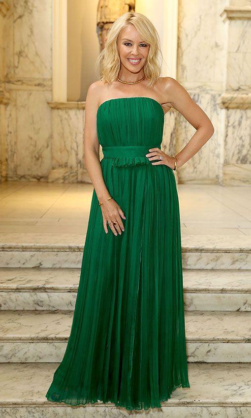 Kylie Minogue con un vestido verde
