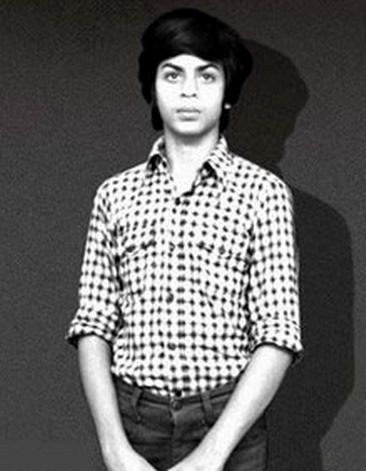 Shahrukh Khan Childhood Pictures   Bollywood celebrities, Shahrukh khan,  Bollywood pictures