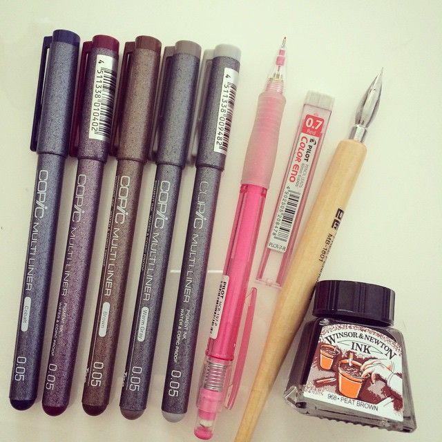 Tools for colored lineart✨ You can make colored lineart using many types of art supplies ^^ 1. Colored liners: Like normal lining pens, but they come in many colors. Waterproof, alcohol proof. My favorite brand is Copic multiliners but many other brands have these as well. Sizes I usually use is 0.05 and 0.03 2. Mechanical pencil with colored lead: stationery stores usually have them and they come in a few colors. Because they work like normal pencils so they're erasable and easy to draw…