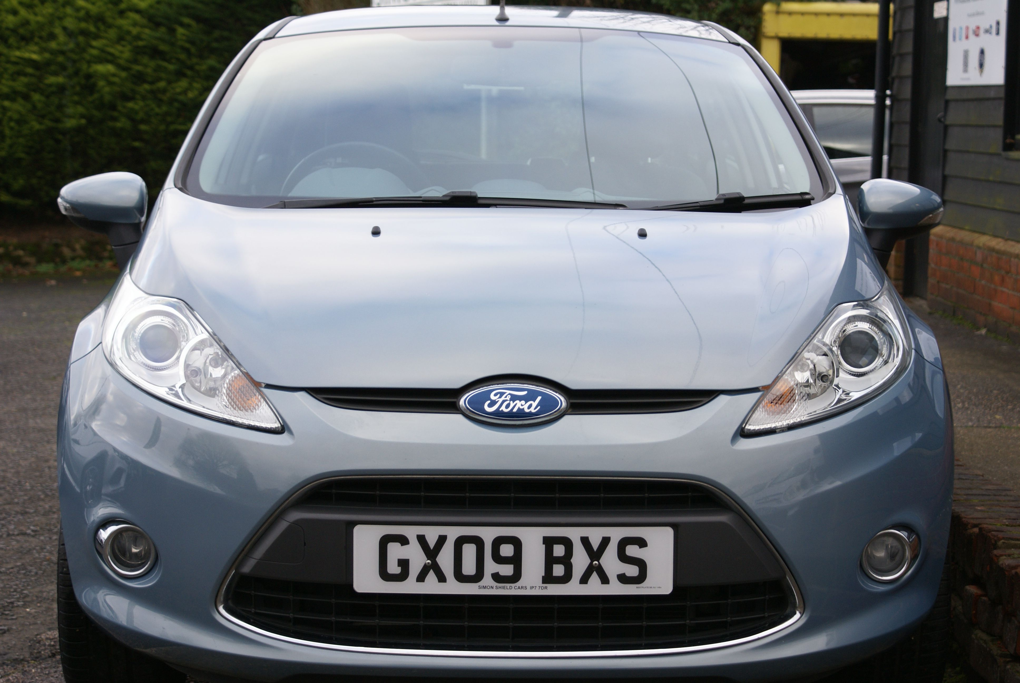 What A Gem This Zippy Ford Fiesta Zooms Around The Back Roads And Is A Comfortable Drive On Motorways Too Full Service Hi Used Cars Cars For Sale Ford Fiesta