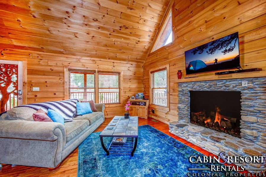 Pigeon Forge Cabins Lazy River Hot Tub Outdoor Relaxing Living Room Getaway Cabins