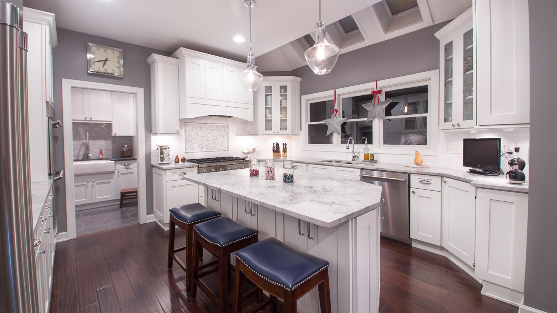 Ice White Shaker Forevermark Cabinetry White Shaker Kitchen Ikea Kitchen White Modern Kitchen