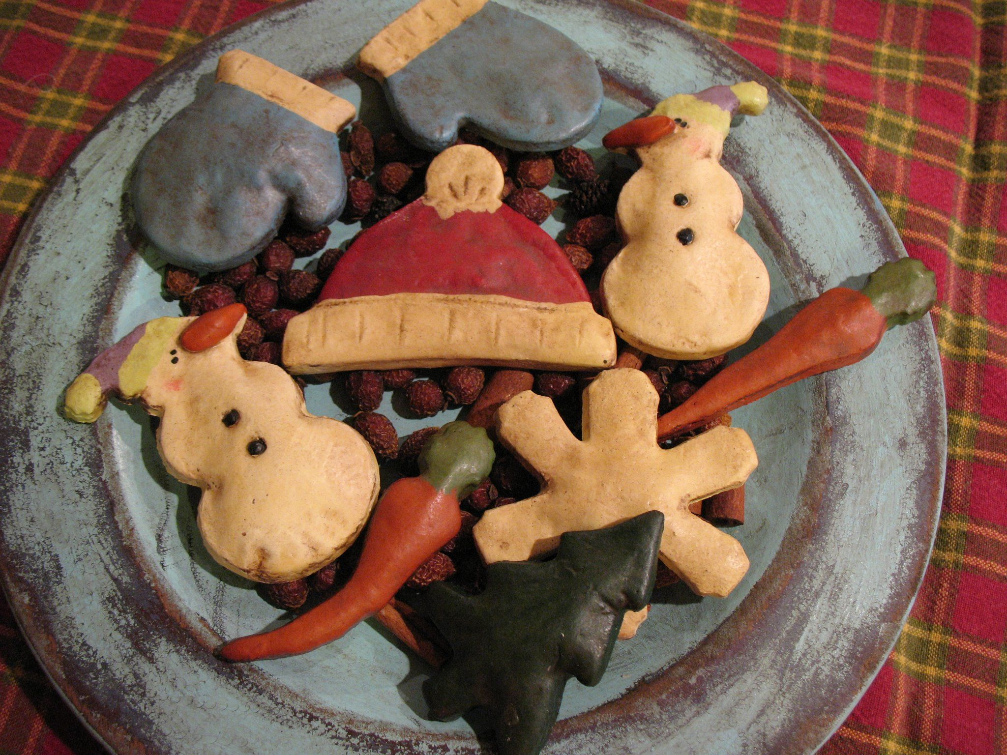 Salt Dough Ornaments Decorated For A Country Christmas These Would Look Pretty On A Primitiv Primitive Christmas Crafts Salt Dough Crafts Salt Dough Ornaments