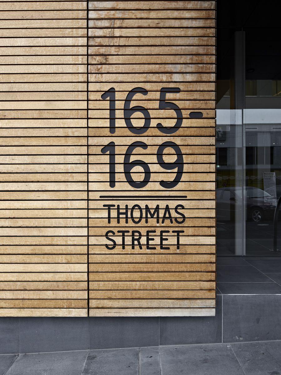 \\\ GSO DANDENONG | Büro North Wood Slat and black void signage street address \\\