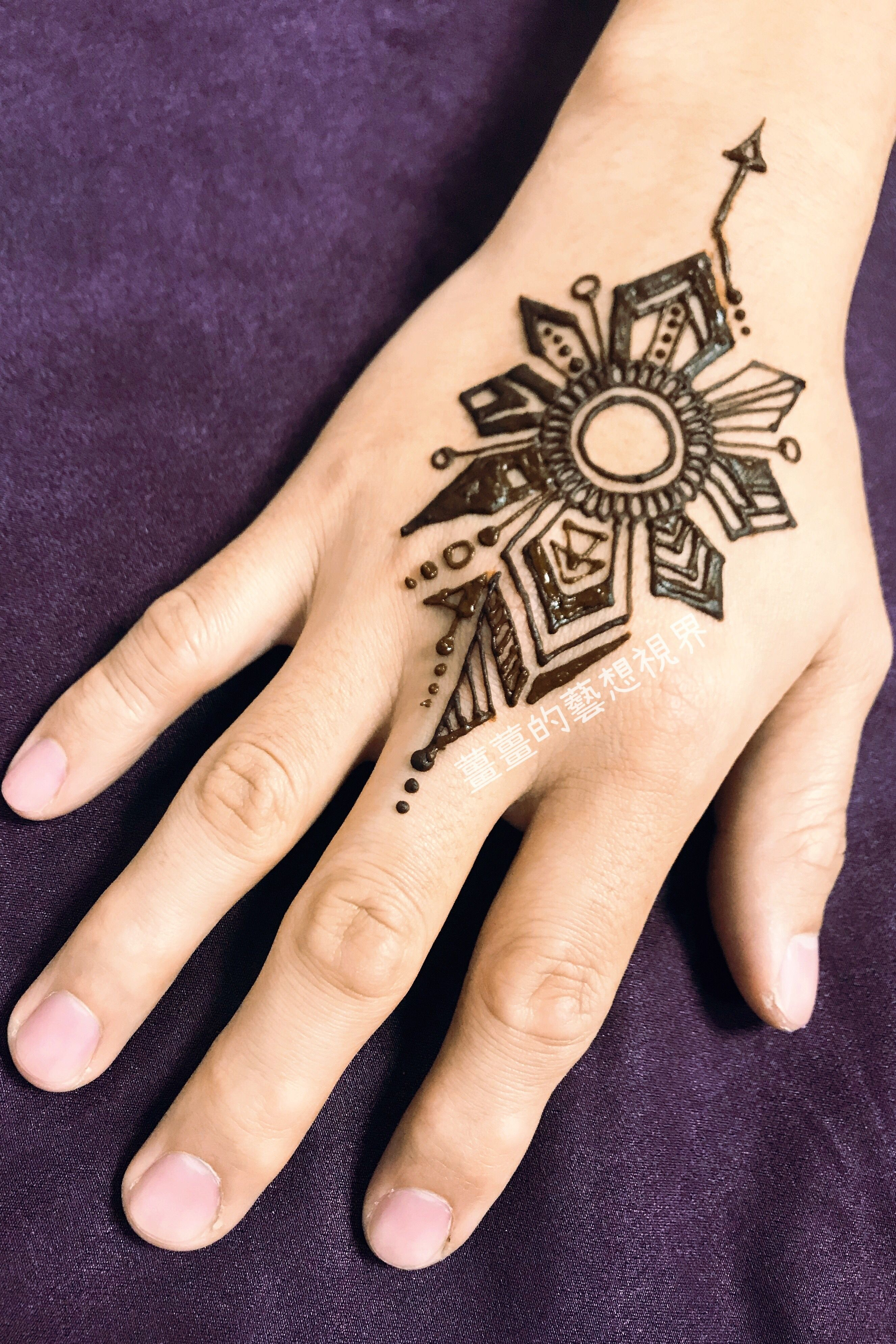 Pin by Ginger on 薑薑的藝想視界 Hand tattoos, Hand henna, Henna