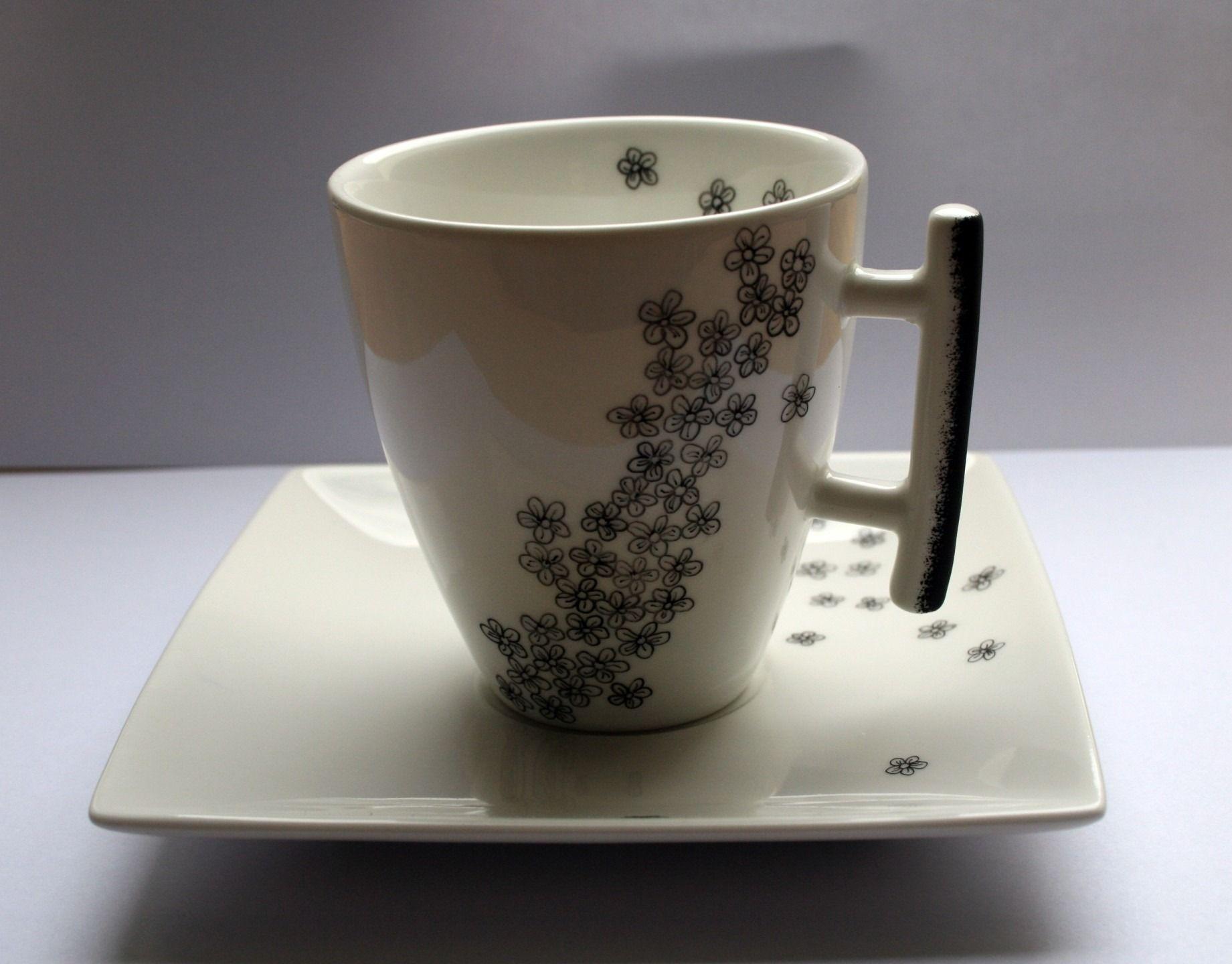 Jolie tasse en porcelaine blanche avec un petit motif de - Deco printempsidees avec fleurs et motif floral ...
