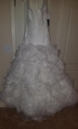 Vera Wang 35100160 wedding dress currently for sale at 18% off retail.