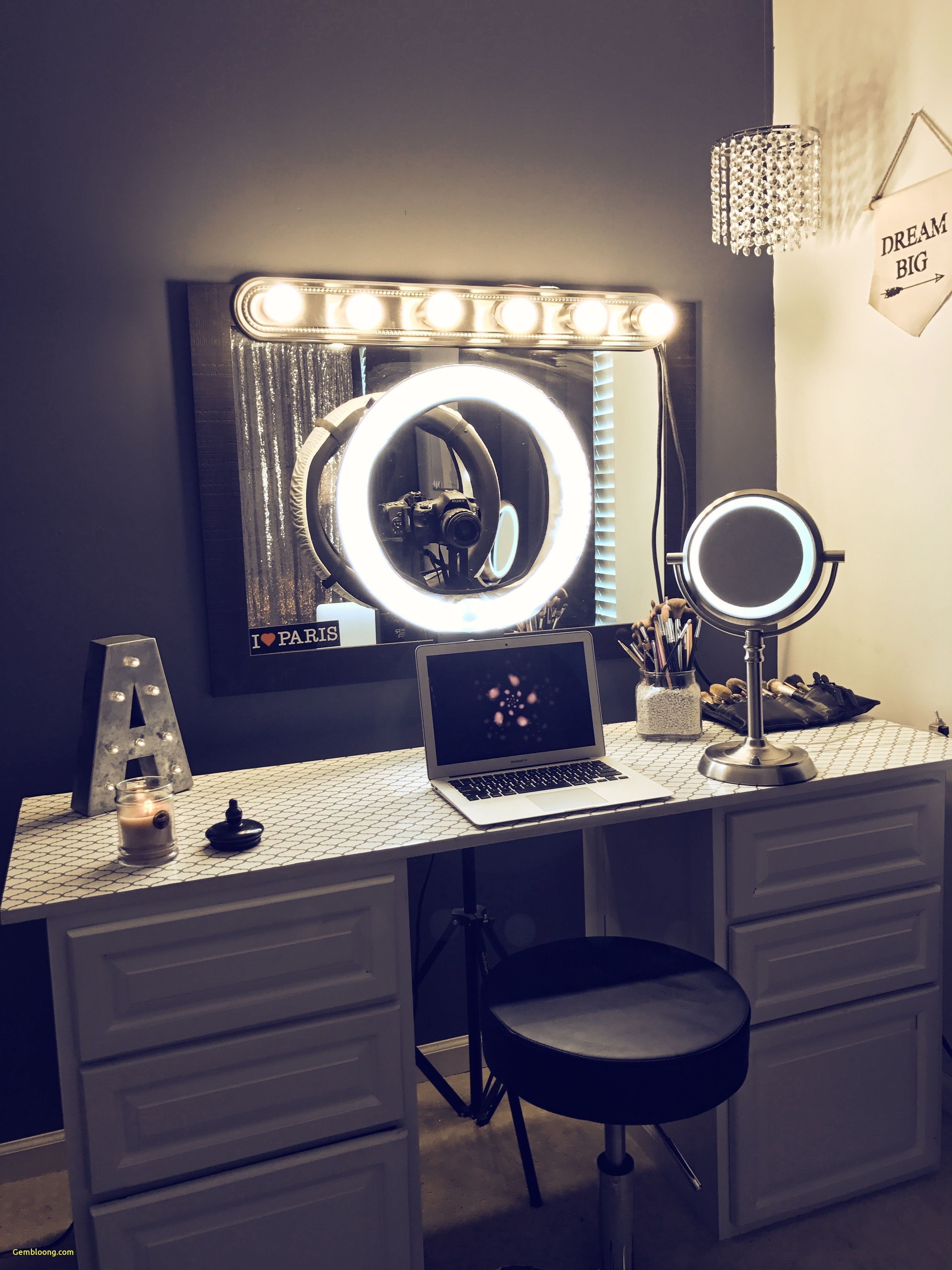 The A Z Of Vanity Mirror For A Beauty Vlogger With Images Vanity Makeup Rooms Vanity Decor Beauty Room