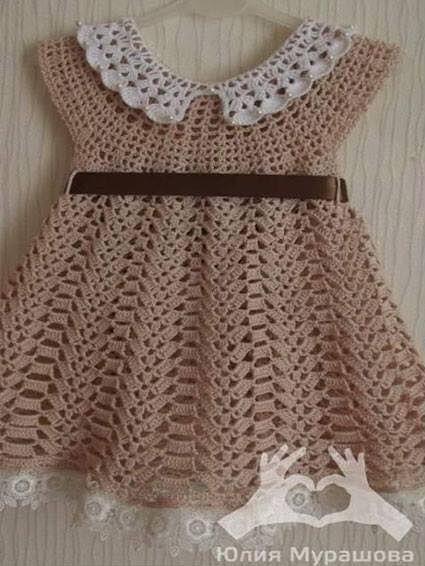 Patrón para tejer vestido de bebe a crochet en hilo de color marrón. Ver  más patrones  a6082119dbb5