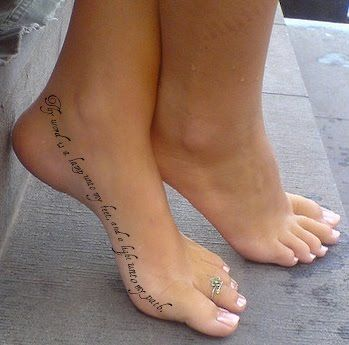 foot text tattoo? love it! i wonder how bad it would hurt though.