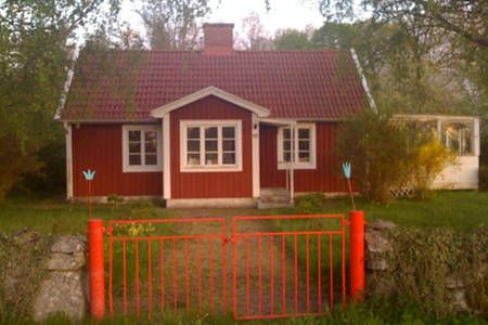 Schau Dir dieses großartige Inserat bei Airbnb an: smal house in paradise in Mönsterås