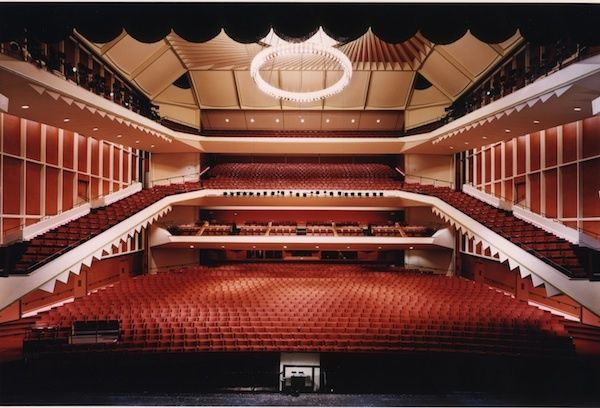 Uihlein Hall Home To Broadway In Milwaukee The