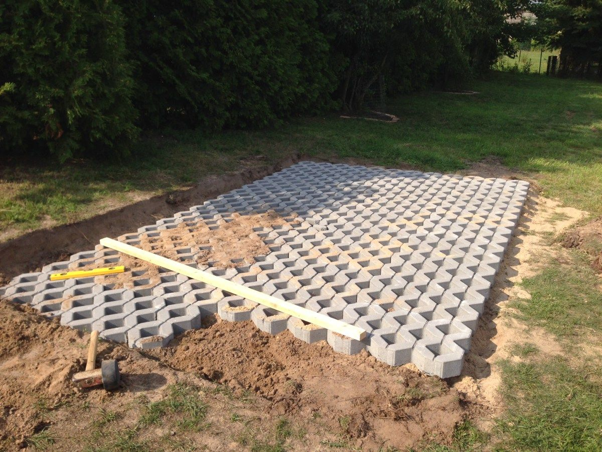 Autostellplatz mit Rasengittersteinen