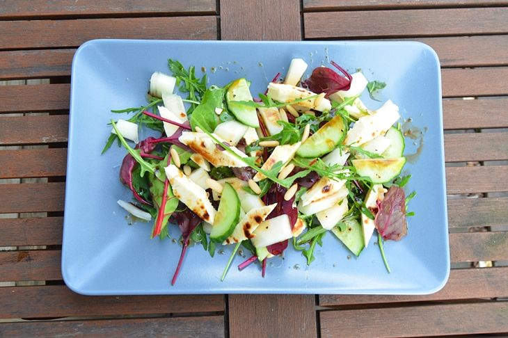 Salad with honey dew melon and breadcheese