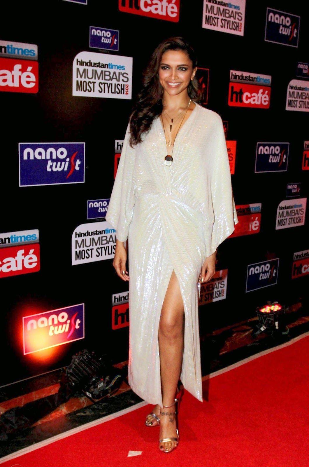 Deepika Padukone Showcasing Her Sexy Cleavage And Legs