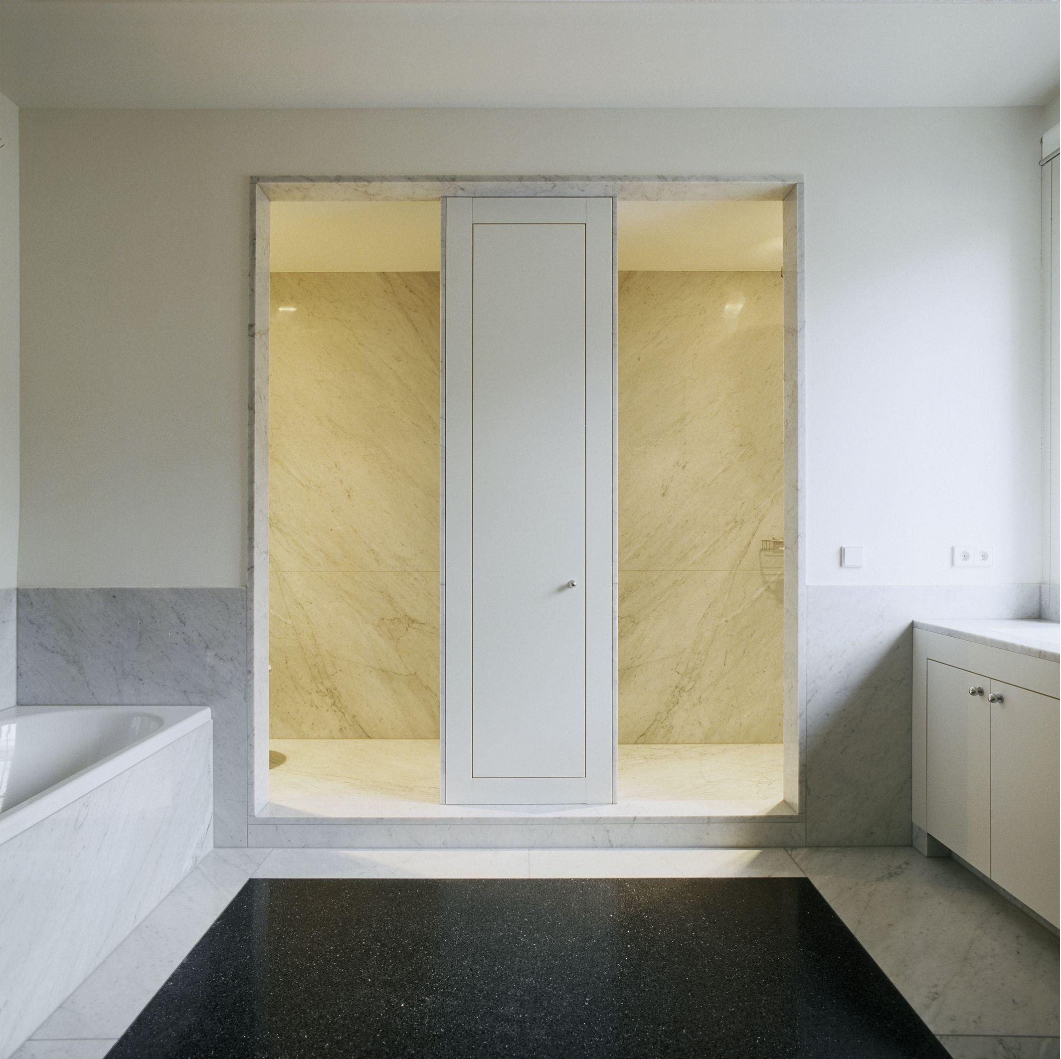 Terrazzo trifft auf Carrara Marmor im Badezimmer. #terrazzo ...
