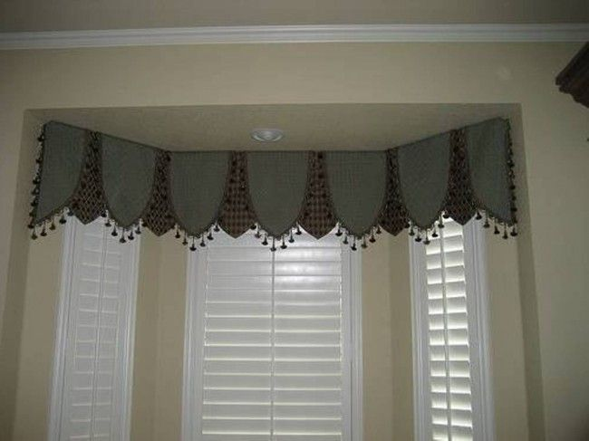 room bay window seat in bath with valance