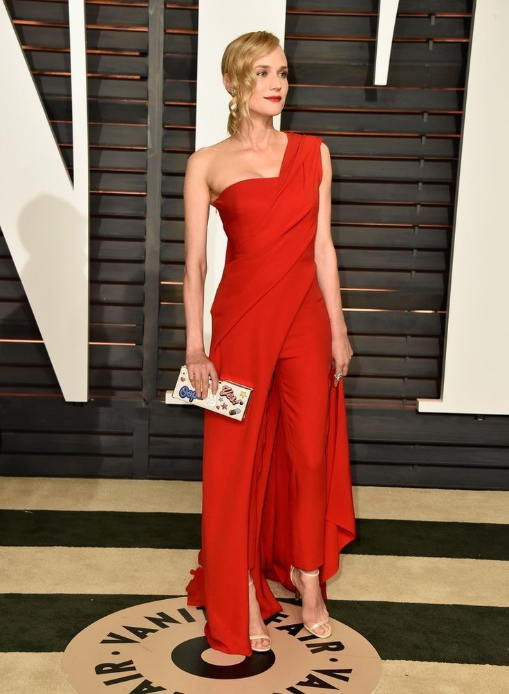 2015 Vanity Fair Oscar Party Hosted By Graydon Carter - Arrivals - Celebrity Fashion Trends