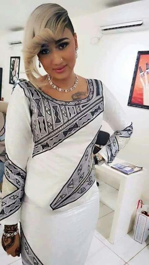 Teindre une robe blanche en beige