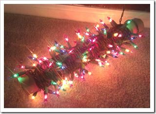 The best way to store Christmas lights. http://www.modernhomemakerse.com/2013/01/03/the-best-way-to-store-christmas-lights/