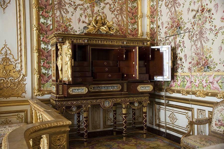 Marie Antoinette S Jewel Cabinet Chateau De Versailles Serre Bijoux De La Reine Marie Antoinette Par Jean Ferd Marie Antoinette Jewelry Cabinet Versailles