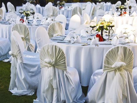 Make Your Outdoor Wedding Dream A Reality With Creative And Affordable Decorations
