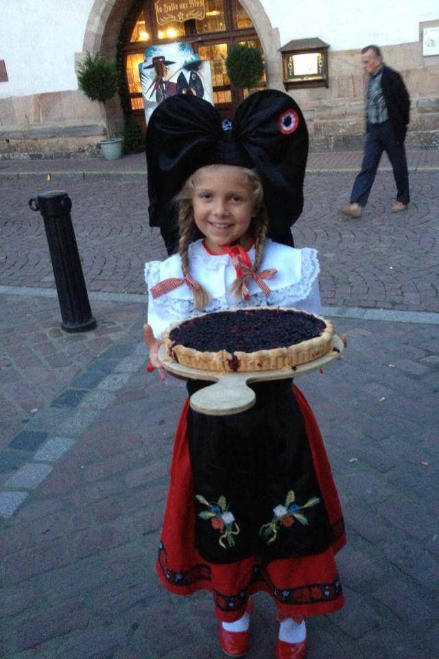 Petite Alsacienne En Costume Traditionnel Alsace Folk Costume Traditional