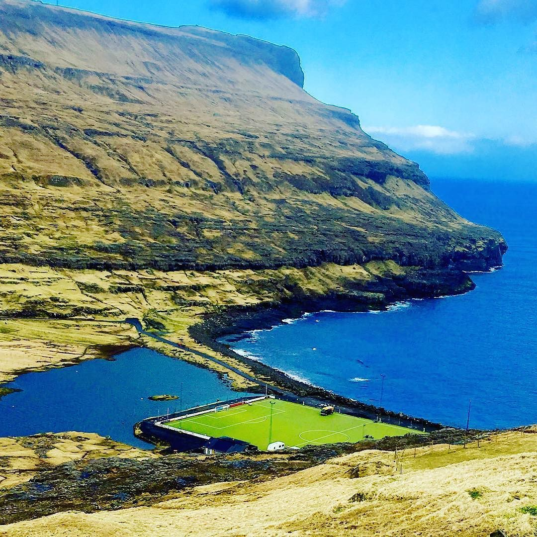 Fotball i fjæra #ocean #alliceland #faroeislands #færøyene #atlantic #nortatlantic #atlanticairways #football #soccer #hav #bane #stadium #arena #wind #saltwalter #freshwater #blue #green #grønt #blått #blå #futzbol #fotbol #sea by markus1313