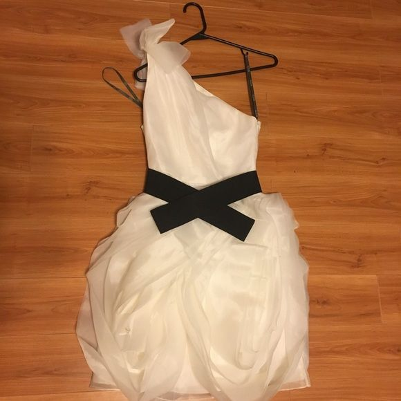 White by Vera Bradley dress for women. Size S Dress in perfect condition from Vera Bradley's White collection. Vera Wang Dresses One Shoulder