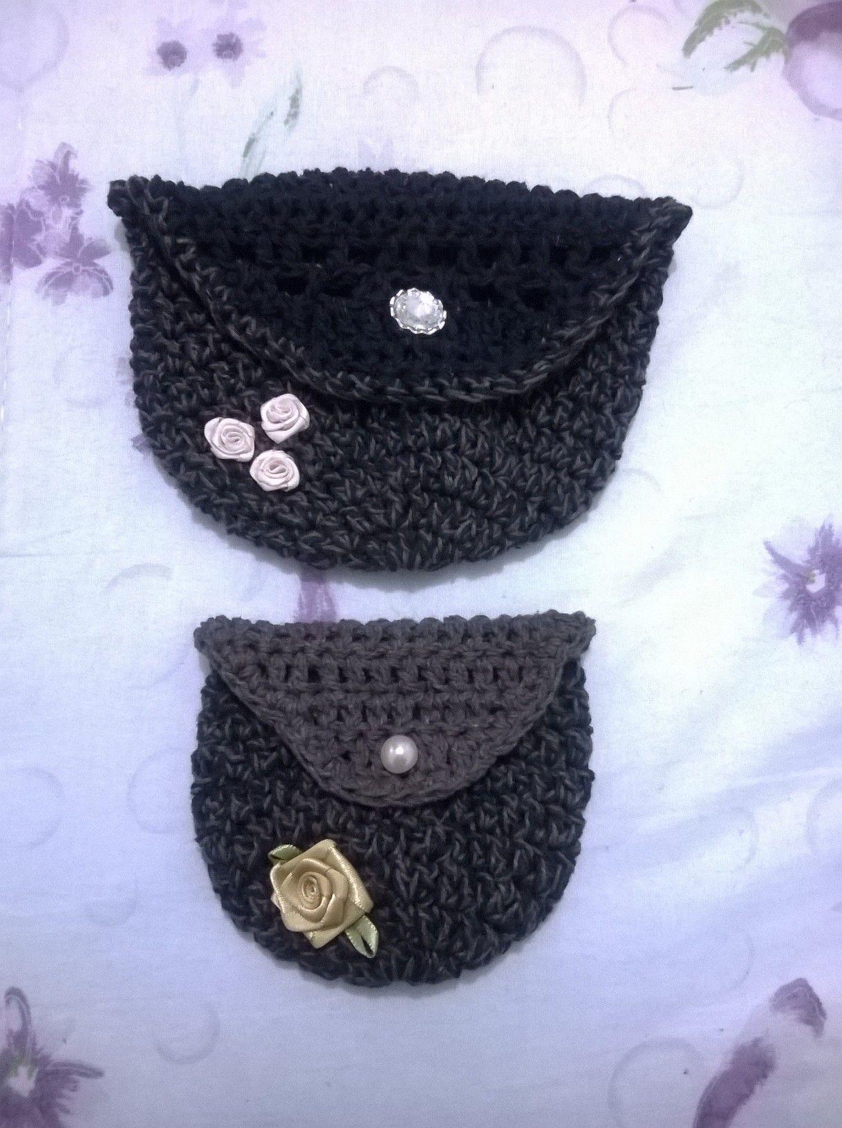 Confeccionados em dois tamanhos com Barbante Joka, mesclado nas cores preto e marrom. www.bellezasul.blogspot.com.br