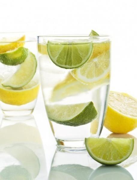 Fogyaszt, lúgosít, méregtelenít? Mire jó a citromos víz?, Méregtelenítés vízzel és citrommal