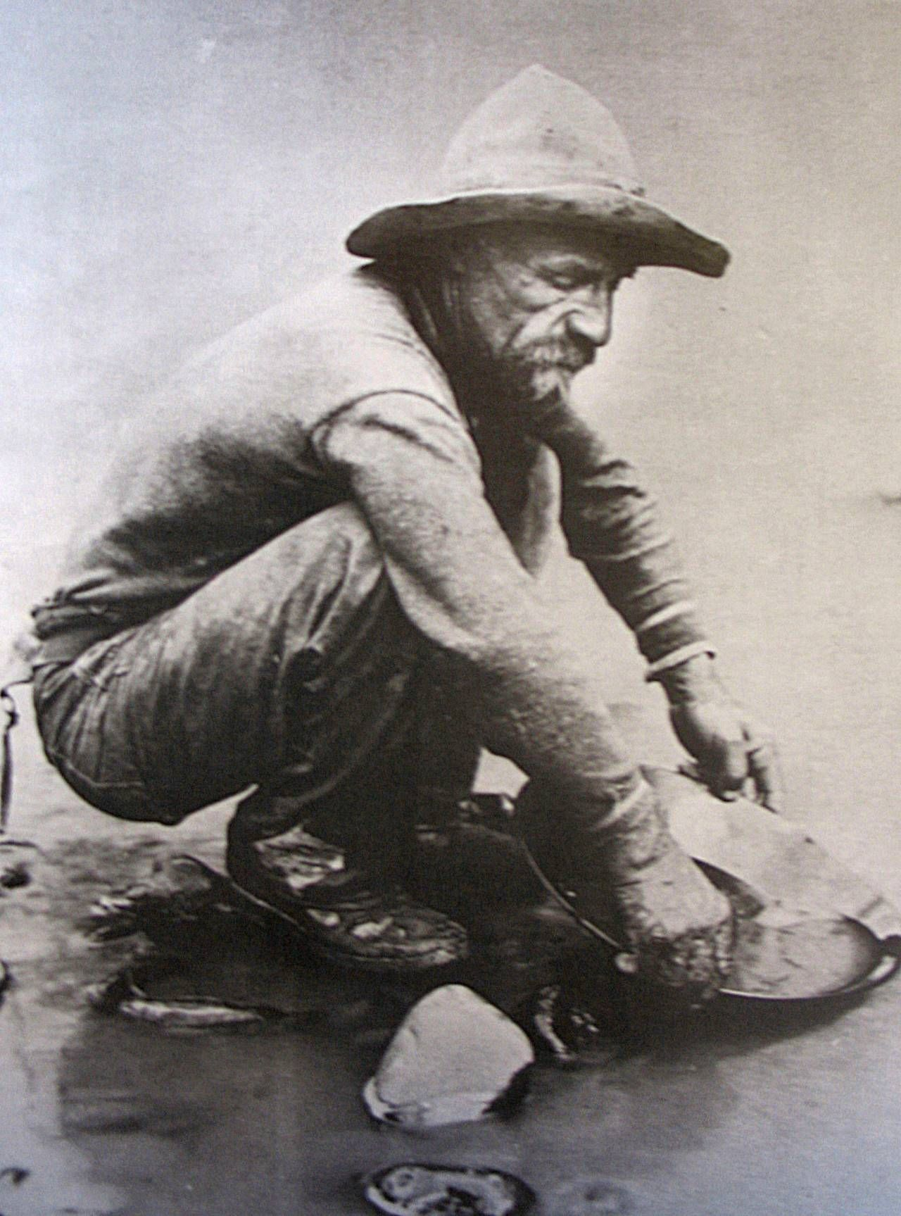 A fortyniner panning for gold at the bank of californias