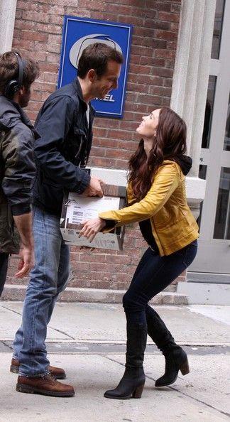 megan fox new teenage mutant ninja turtles movie nset photos | Megan Fox carrying boxes comes out TV News