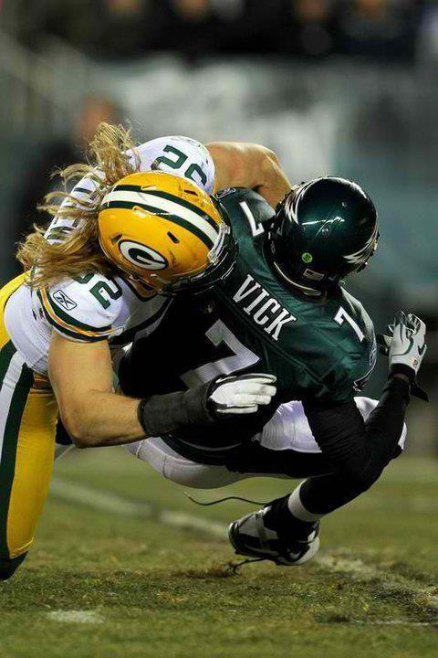 Why I <3 football: Clay Matthews vs. Michael Vick : )