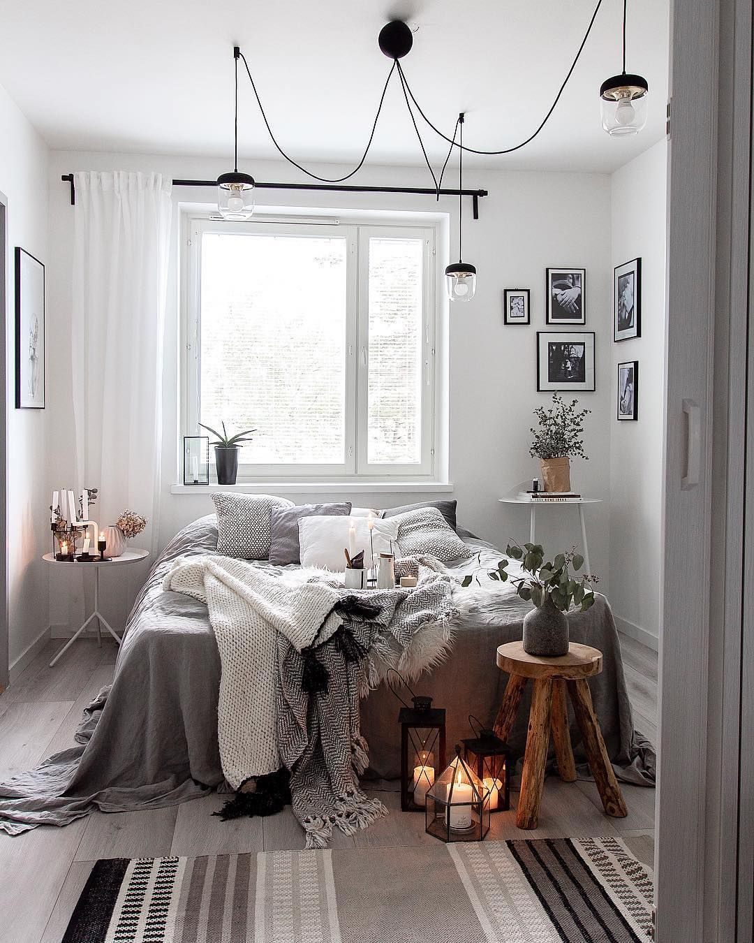 What Do You Think Of This Cozy Scandinavian Bedroom We Love 2xilo S Choice Of Boho Style Decor Pieces For Her Char Bedroom Design Bedroom Interior Home Decor