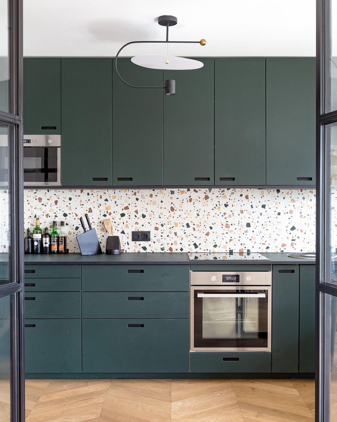Blaue Kuche Mit Terrazzo Arbeitsplatten Terrazzo Haus Deko Schone Kuchen