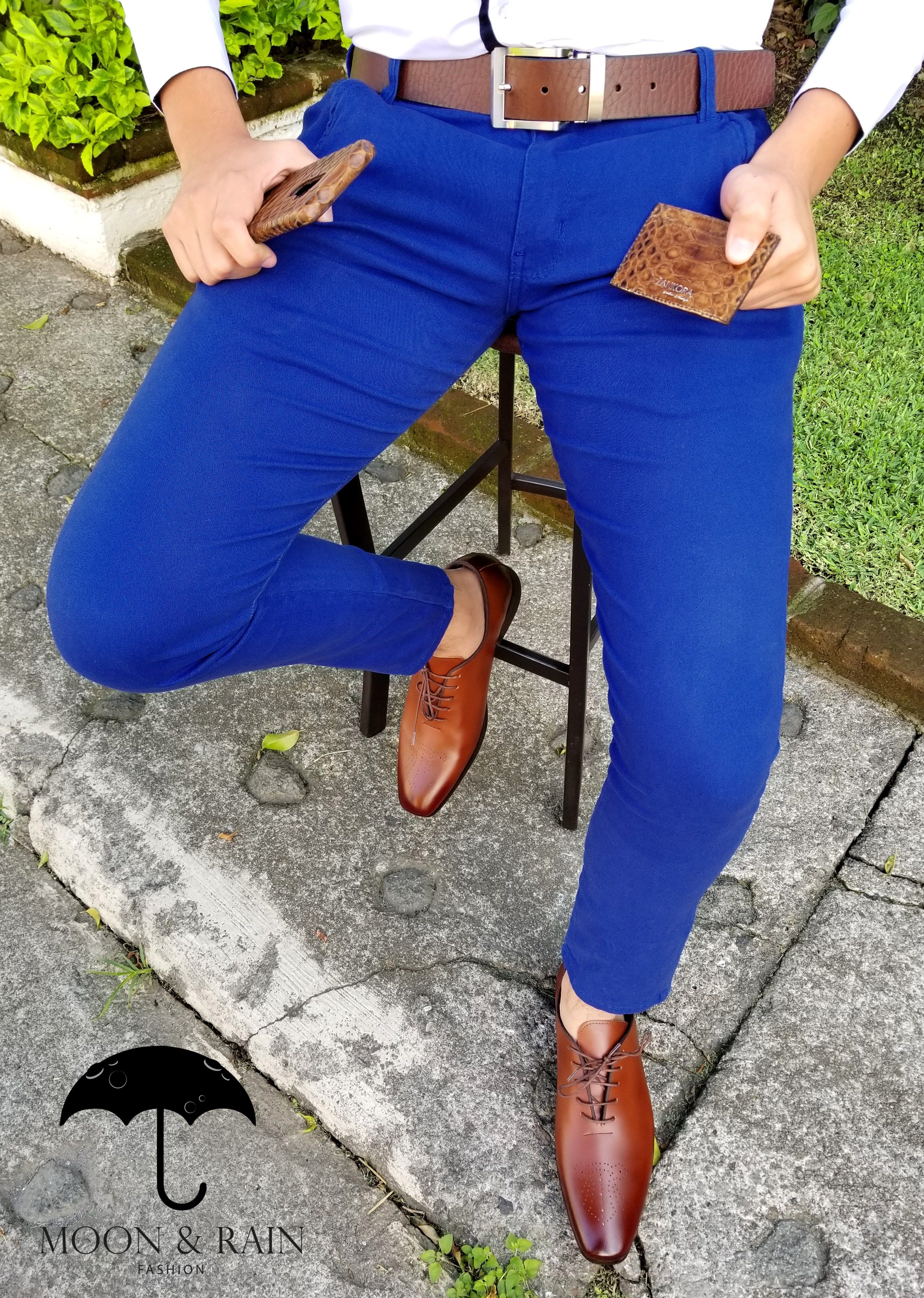 Outfit Para Hombre Camisa Blanca Slim Fit Pantalon De Gabardina Azul Rey Funda Y Ta Ropa Sport Elegante Hombre Ropa De Hombre Casual Elegante Ropa De Hombre