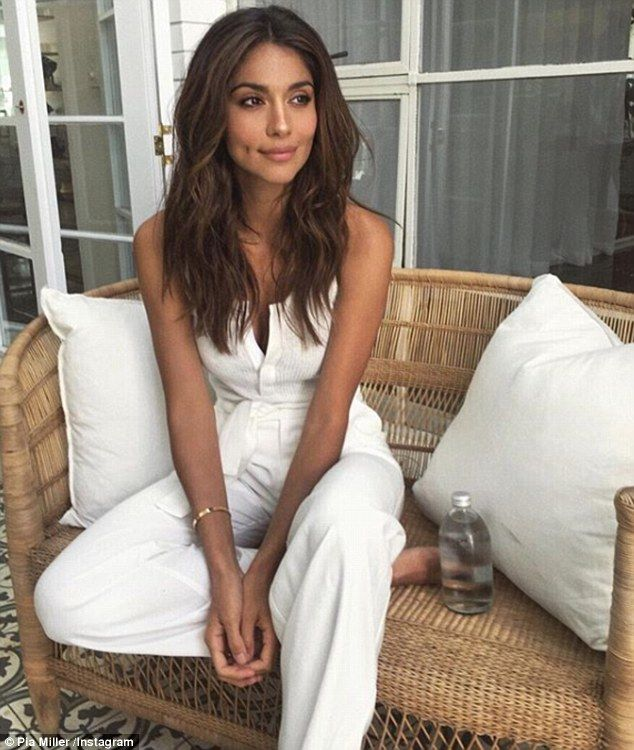 Former Home And Away star Pia Miller sizzles in sun