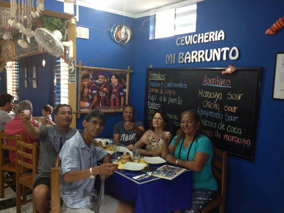 Esta gente saboreando bueno en la Rica Vicki. January 24, 2016.