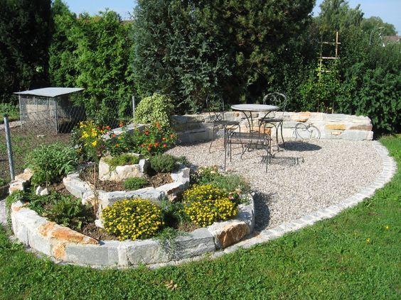Sitzplätze Im Garten kräuterschnecke mit sitzplatz suche garten ideen