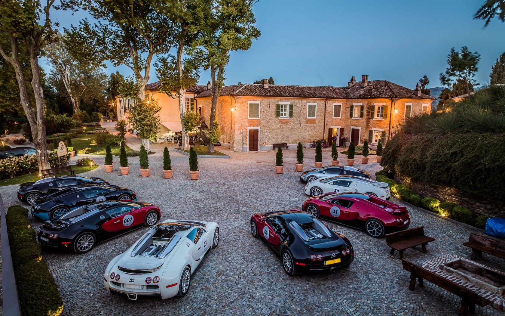 Picture 2015, Bugatti Veyrons at Mansion Wallpaper Cars