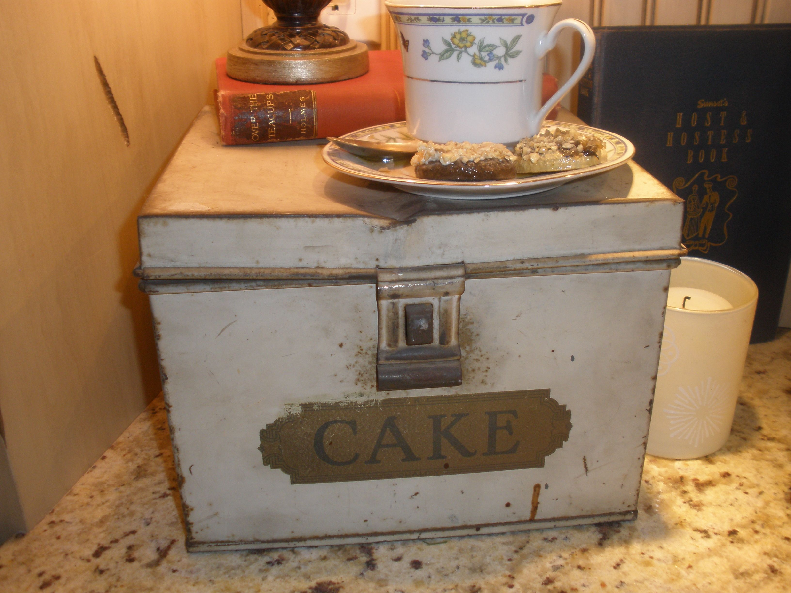 I love this antique cake tin - found in Erie, PA on vacation - we always bring home something for the house from vacation for a memory instead of a t-shirt!