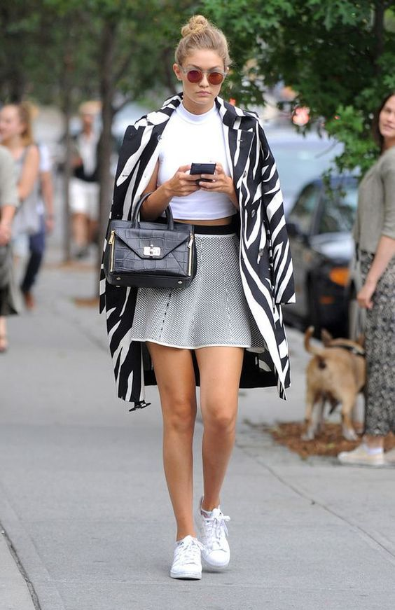 Gigi Hadid Street Style   More Details   ✖ M y S t y l e ... 02aaf11e4146