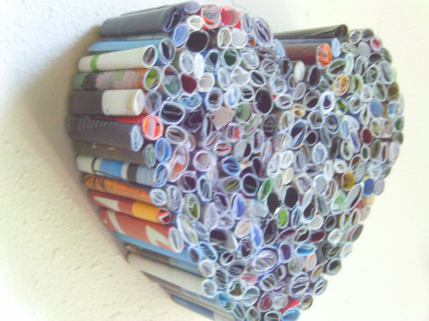 Recycled magazine heart art sculpture this could also be for Diy recycled art