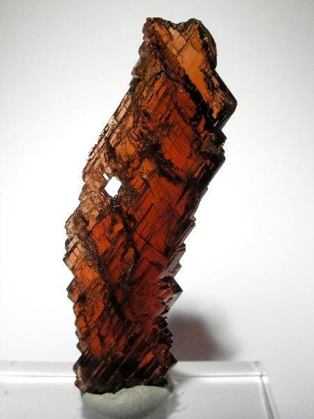 Spessartine Garnet from Navegador Mine, Minas Gerais, Brazil [http://img.irocks.com/pics/lw25a.jpg]