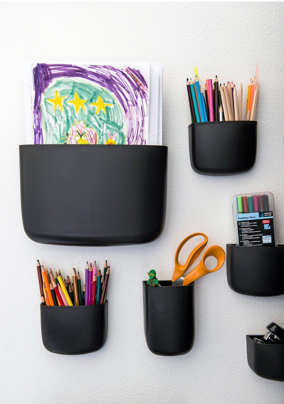 Ringon huoneessa pienet tavarat pysyvät järjestyksessä Finnish Design Shopista tilatuissa Normann Copenhagenin säilyttimissä.